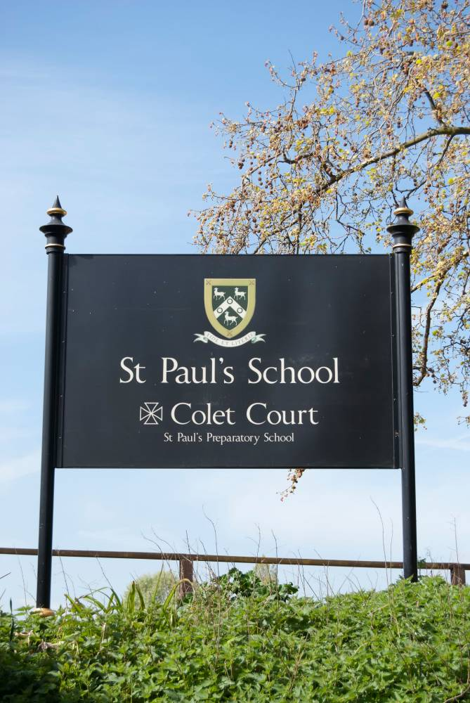DY9E9B sign for st paul's school and colet court, barnes, southwest london, england