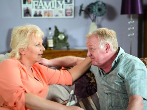 Coronation Street fans disturbed as Les Dennis' Michael Rodwell snogs Eileen Grimshaw