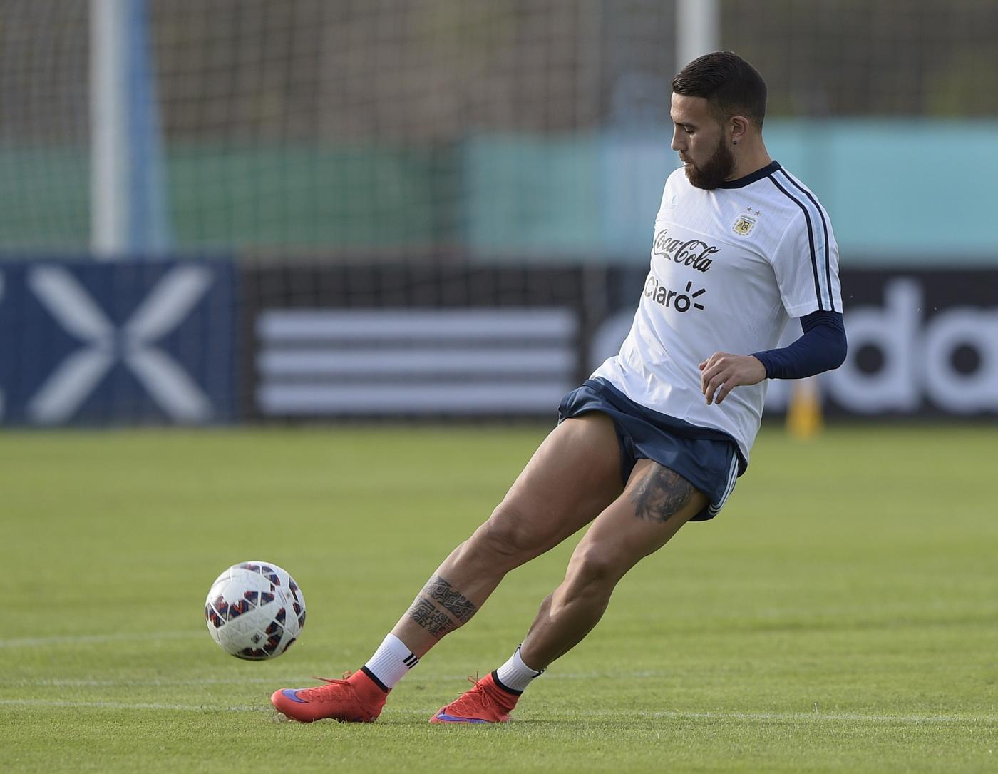 Manchester United 'reach verbal agreement with agent over Nicolas Otamendi transfer'