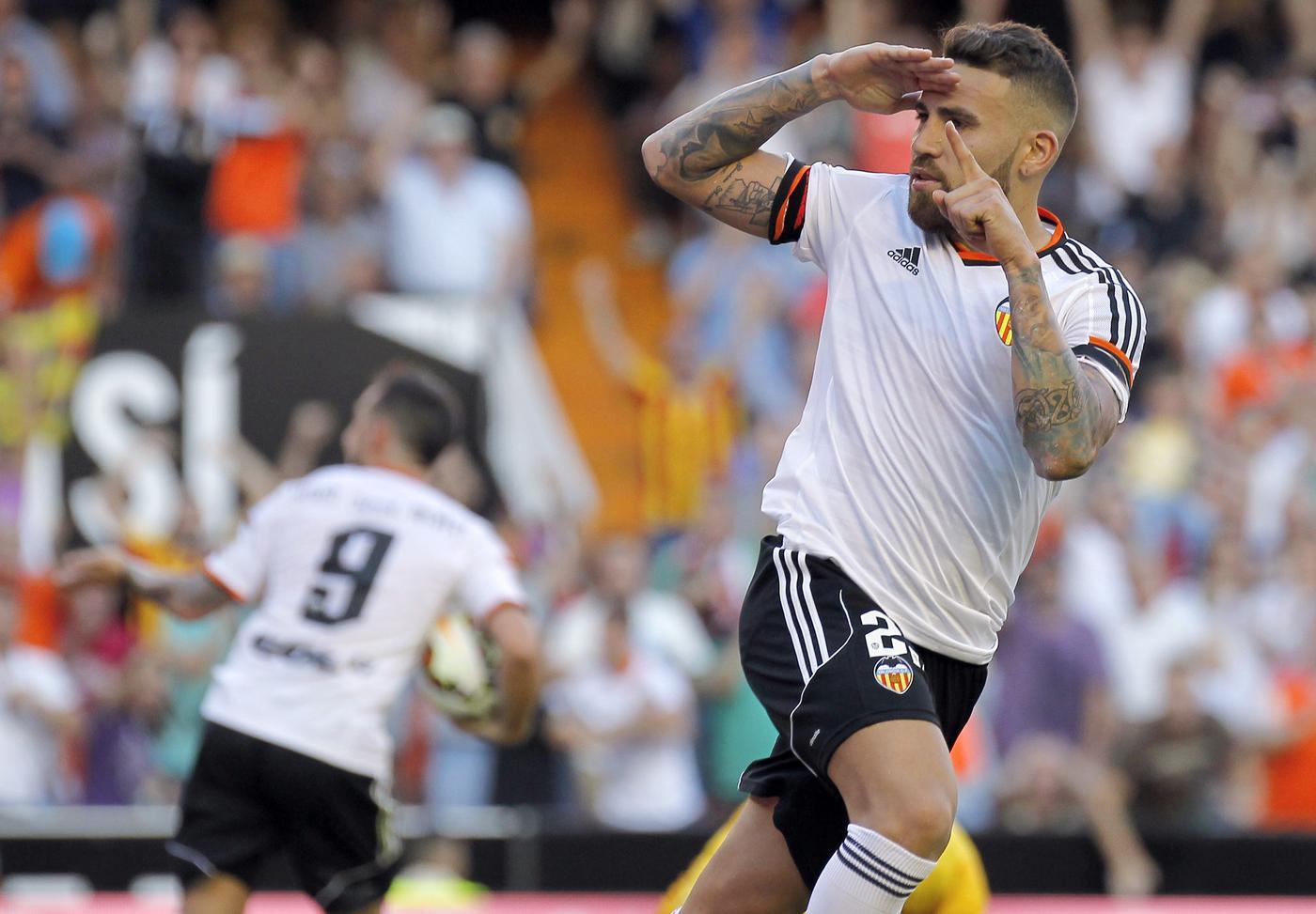 Nicolas Otamendi 'desperate to complete transfer from Valencia to Manchester United'