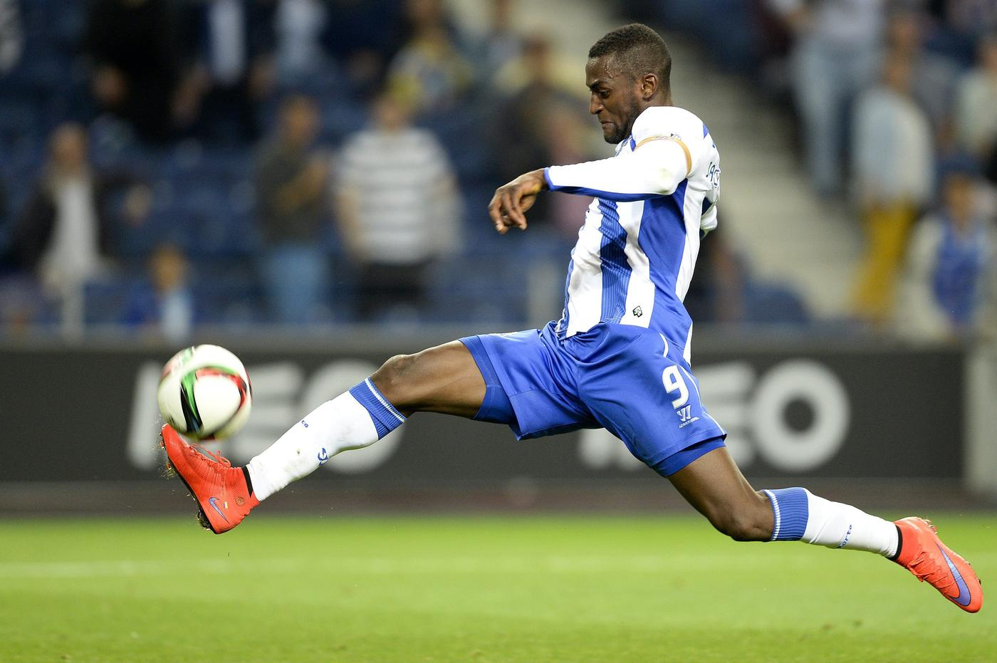 Manchester United 'hijack Arsenal's transfer move for Porto's Jackson Martinez, offer him £56,000-a-week'
