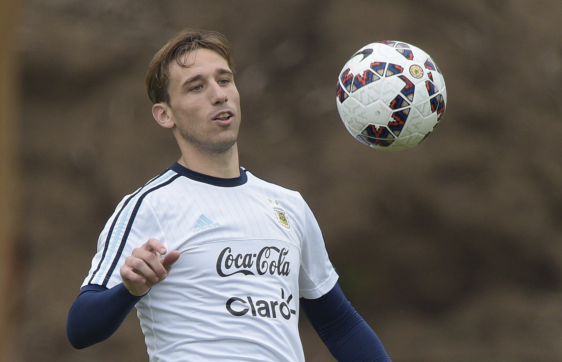 Manchester United 'making £18.6m transfer offer to sign Lucas Biglia'