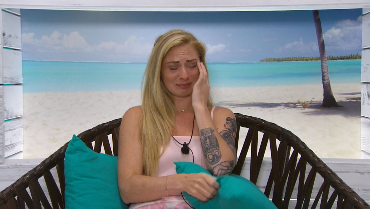 Love Island's Lauren Richardson in tears as Jordan Ring leaves her for Zoe Basia Brown