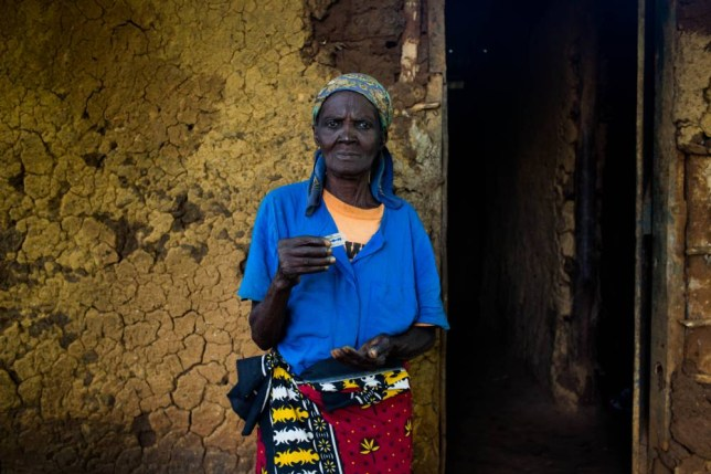 FGM. Anna-Moora Ndege a cutter, shows a razor blade as her tool to perform FGM.