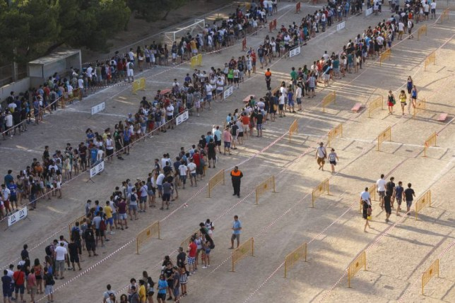 """Tudela, Spain. 4th July 2015 -- Approximately 3,500 people pass through the casting. Casting of """"Games of Thrones"""" TV series. -- More than three thousand people turn up to try for a role  in the cast of the TV series 'Game of Thrones'. The filming will be in Bardenas Reales in September 2015."""
