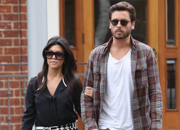 Kourtney Kardashian Posts Photo With Scott Disick; Exes