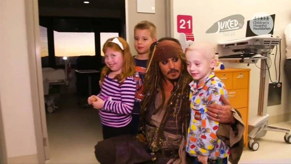 Johnny Depp has visited a children's hospital as Captain Jack Sparrow and melted our hearts