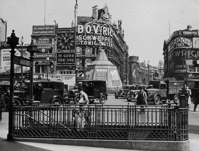 T1138621....Date taken: c. 1930....Description: Crowded intersection at Piccadilly Circus.....City: London..Country: UK....cr: Mansell/Time & Life Pictures/Getty Images....OWNED