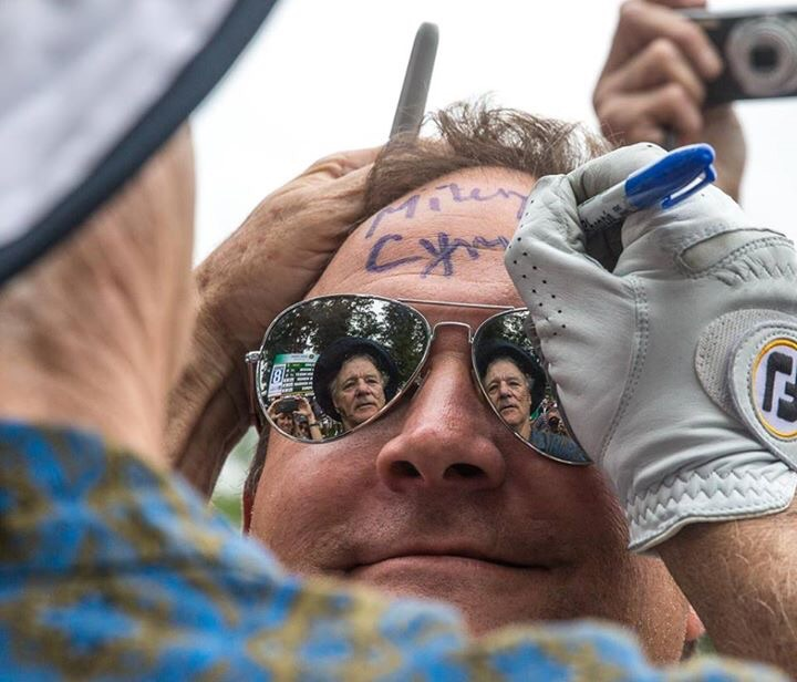Bill Murray signs this guy's head and defends Miley Cyrus