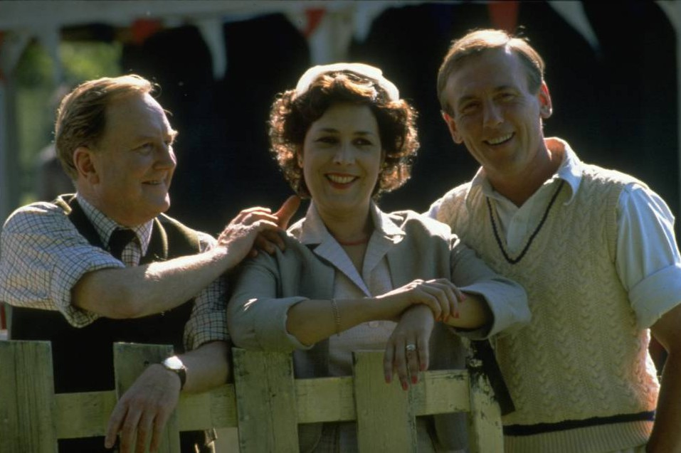 """TELEVISDION PROGRAMME,""""ALL CREATURES GREAT AND SMALL"""". ACTOR, CHRISTOPHER TIMOTHY AS JAMES HERRIOT AND ACTOR, ROBERT HARDY AS SIEGFRIED FARNON."""