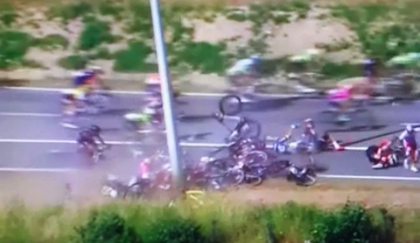 Tour de France 2015 suspended after huge crash causes 40-man pile-up