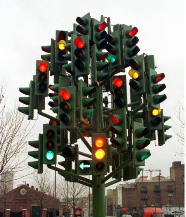 Mandatory Credit: Photo by REX Shutterstock (300859d).. TRAFFIC LIGHT TREE SCULPTURE.. TRAFFIC LIGHT TREE SCULPTURE BY PIERRE VIVANT AT WESTFERRY CIRCUS, CANARY WHARF, DOCKLANDS, LONDON, BRITAIN - 1999.. ..
