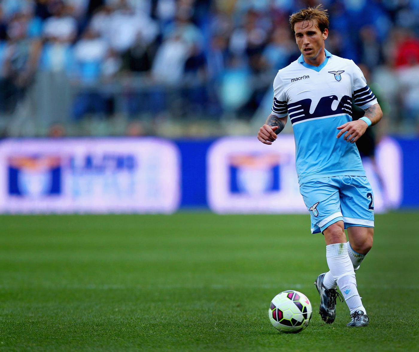 Lucas Biglia 'could complete Manchester United transfer within hours after agreeing personal terms'