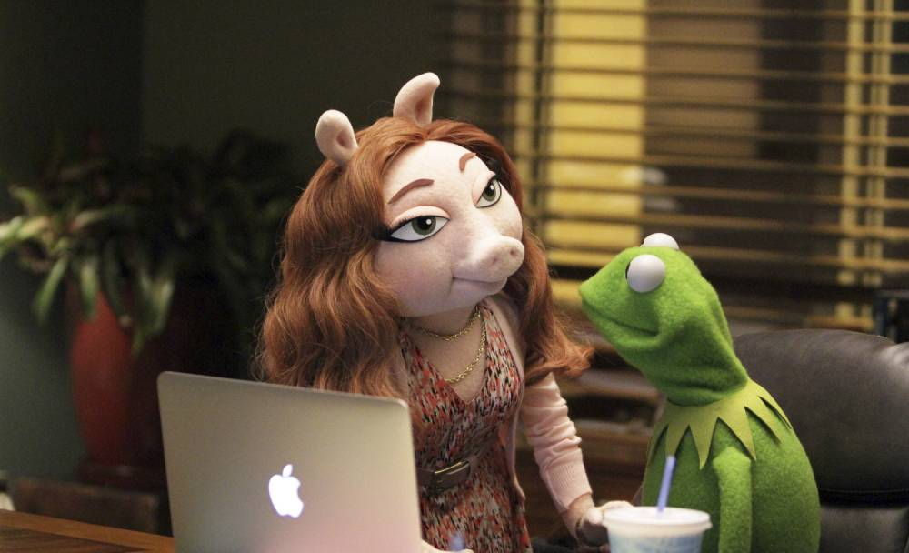 THE MUPPETS - Coverage (ABC/Andrea McCallin)nDENISE, KERMIT THE FROG