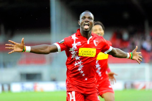 epa04935336 Sion's Moussa Konate celebrates after scoring the 1-0 lead during the UEFA Europa League group B soccer match between FC Sion and FC Rubin Kazan at Tourbillon Stadium in Sion, Switzerland, 17 September 2015. EPA/OLIVIER MAIRE