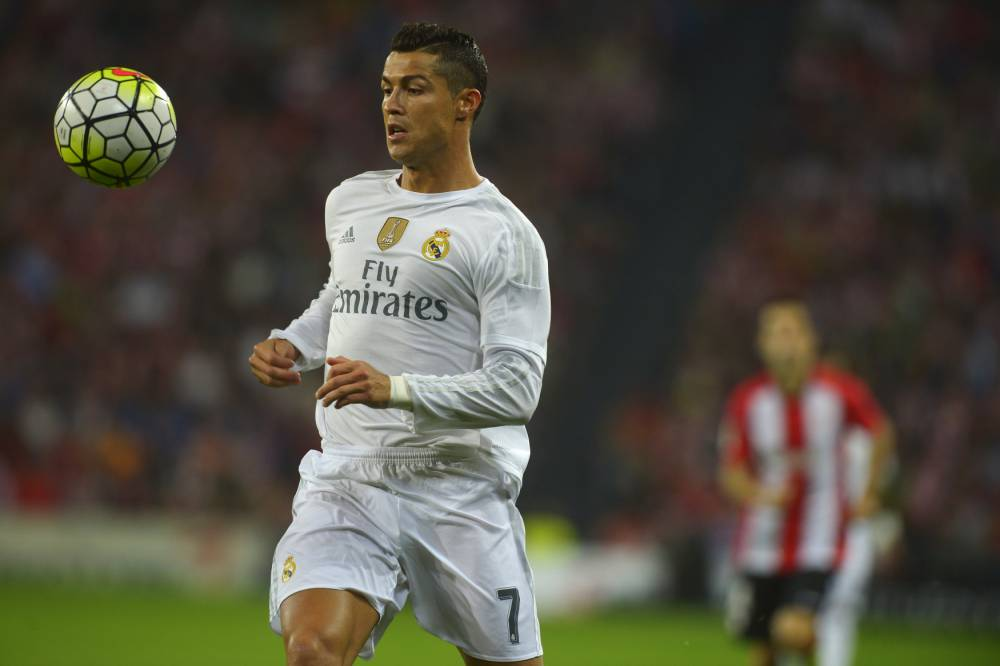 Real Madrid's Cristiano Ronaldo watches the the ball during their Spanish first division soccer match against Athletic Bilbao at San Mames stadium in Bilbao, northern Spain, September 23, 2015. REUTERS/Vincent West