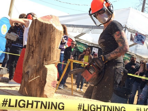Badass woman creates awesome art using a chainsaw