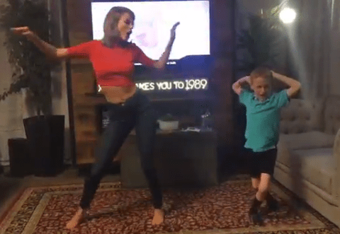 Taylor Swift dancing to Shake It Off with a young fan is the cutest thing ever