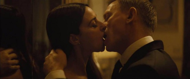 06.10.15 Sam Smith - Writing's On The Wall (from Spectre) Pictured: Daniel Craig and Monica Bellucci PLANET PHOTOS www.planetphotos.co.uk info@planetphotos.co.uk +44 (0)20 8883 1438