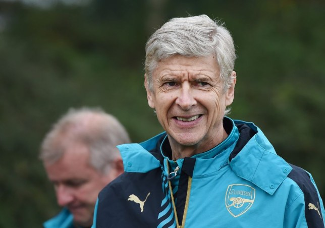 epa04983880 Arsenal manager Arsene Wenger during a training session at Arsenal's training complex at London Colney in Hertfordshire, north of London, Britain, 19 October 2015. Arsenal will play against Bayern Munich in a Champions League clash at the Emirates Stadium in London on 20 October. EPA/ANDY RAIN