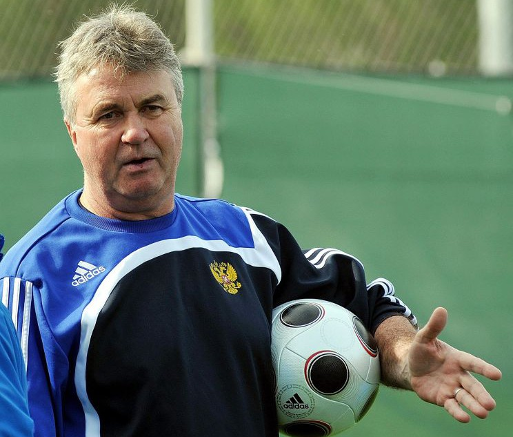 Guus Hiddink hints he's open to replacing Jose Mourinho as Chelsea manager