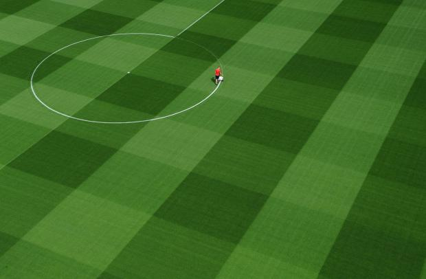 Thomas Muller compares Arsenal's pitch to his living room's carpet