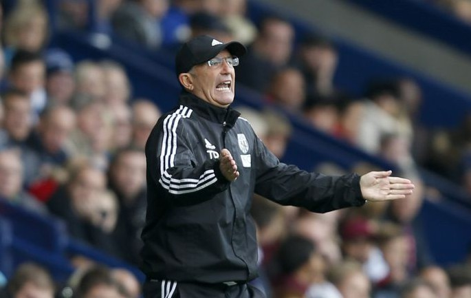 West Brom's Tony Pulis to launch transfer bid for West Ham's Diafra Sakho as replacement for Saido Berahino