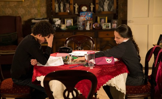 FROM ITV STRICT EMBARGO - No Use Before Tuesday 17 November 2015 Coronation Street - Ep 8778 Monday 23 November 2015 - 1st Ep Tensions run high at No.1 as Simon Barlow [ALEX BAIN] and Amy Barlow [ELLE MULLVANEY] continue to wind each other up. Picture contact: david.crook@itv.com on 0161 952 6214 Photographer - Joseph Scanlon This photograph is (C) ITV Plc and can only be reproduced for editorial purposes directly in connection with the programme or event mentioned above, or ITV plc. Once made available by ITV plc Picture Desk, this photograph can be reproduced once only up until the transmission [TX] date and no reproduction fee will be charged. Any subsequent usage may incur a fee. This photograph must not be manipulated [excluding basic cropping] in a manner which alters the visual appearance of the person photographed deemed detrimental or inappropriate by ITV plc Picture Desk. This photograph must not be syndicated to any other company, publication or website, or permanently archived, without the express written permission of ITV Plc Picture Desk. Full Terms and conditions are available on the website www.itvpictures.com