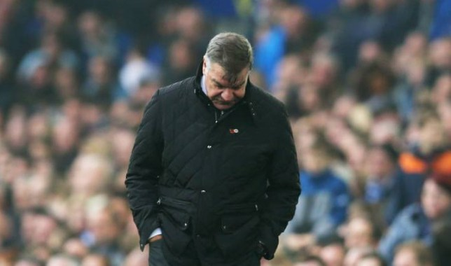 LIVERPOOL, ENGLAND - NOVEMBER 01: Sam Allardyce manager of Sunderland looks dejected during the Barclays Premier League match between Everton and Sunderland at Goodison Park on November 1, 2015 in Liverpool, England. (Photo by Chris Brunskill/Getty Images)