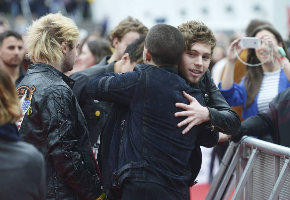 Radio 1 Teen Awards 2015: 5 Seconds Of Summer and Nick Jonas hugged and everyone lost it