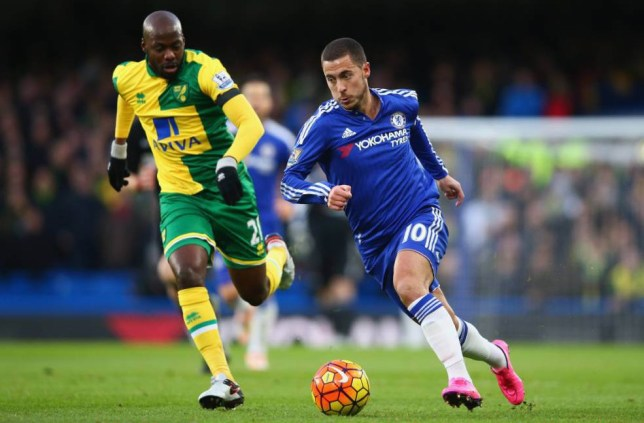 LONDON, ENGLAND - NOVEMBER 21: Eden Hazard of Chelsea and Youssouf Mulumbu of Norwich City compete for the ball during the Barclays Premier League match between Chelsea and Norwich City at Stamford Bridge on November 21, 2015 in London, England. (Photo by Paul Gilham/Getty Images)