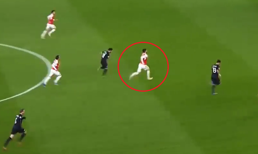 Olivier Giroud makes lung-busting run to create opening for Mesut Ozil goal during Arsenal v Dinamo Zagreb