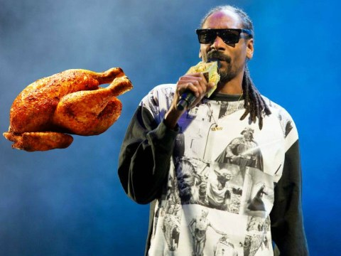Happy Thanksgiving! Snoop Dogg hands out 1,500 turkeys to the needy in Los Angeles