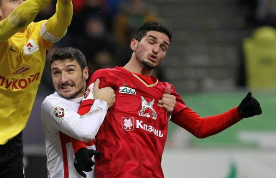 KAZAN, RUSSIA - NOVEMBER 30: Magomed Ozdoyev (R) of FC Rubin Kazan is challenged by Artyom Rebrov (L) of FC Spartak Moscow during the Russian Premier League match between FC Rubin Kazan and FC Spartak Moscow at the Kazan Arena Stadium on November 30, 2015 in Kazan, Russia. (Photo by Epsilon/Getty Images)