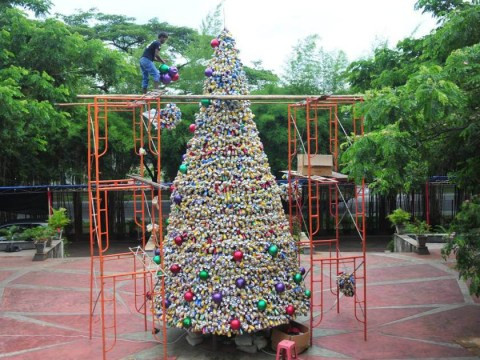 This Christmas tree was made out of 10,000 recycled drinks cans