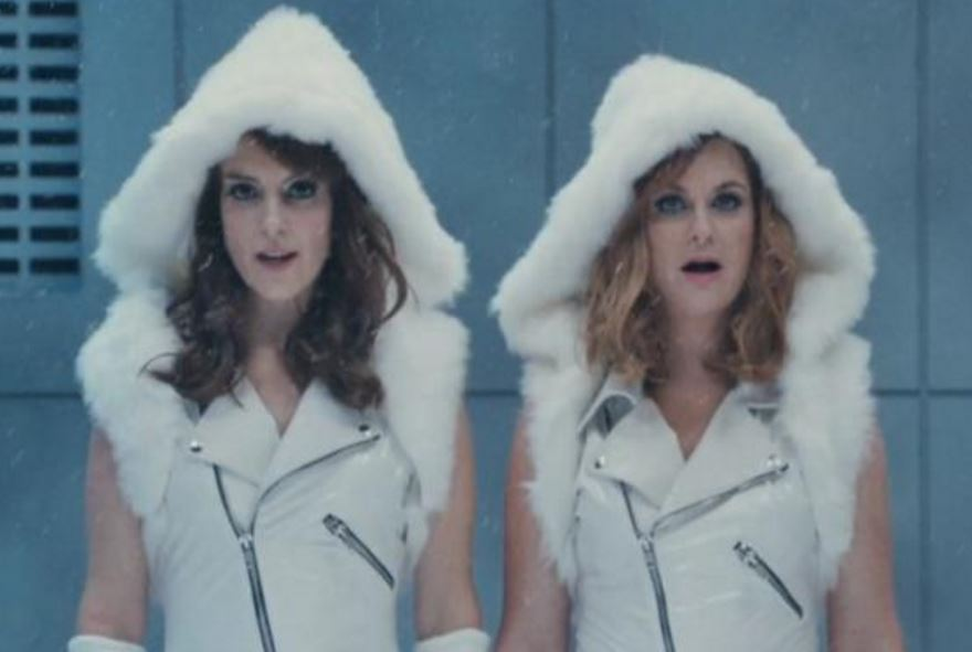 WATCH: Tina Fey and Amy Poehler take the p*ss out of Taylor Swift