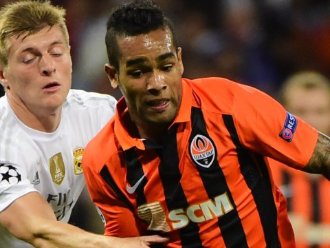 Chelsea in transfer talks to sign Alex Teixeira and Alexandre Pato – report