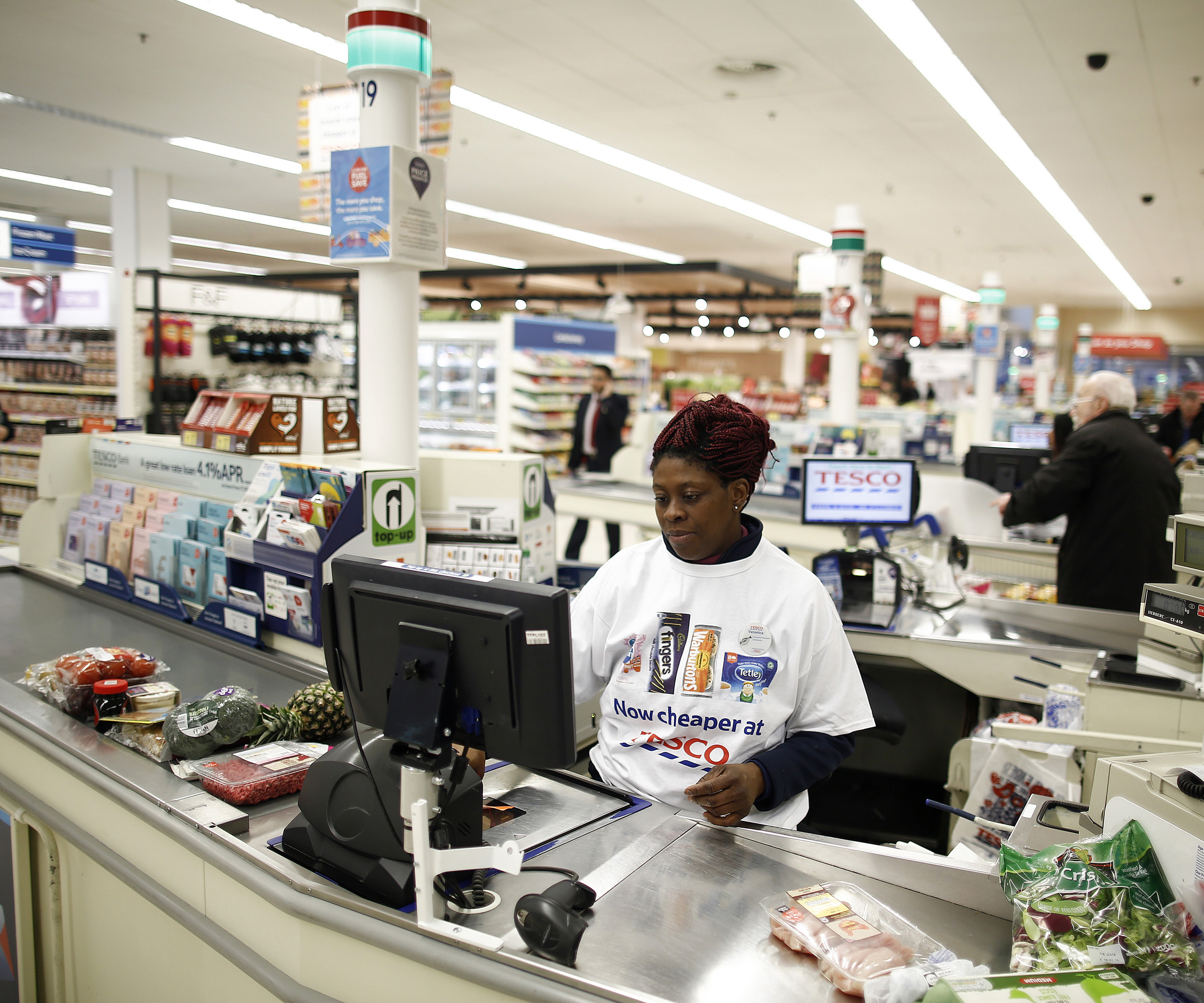 Tesco workers could lose hundreds in new pay deal