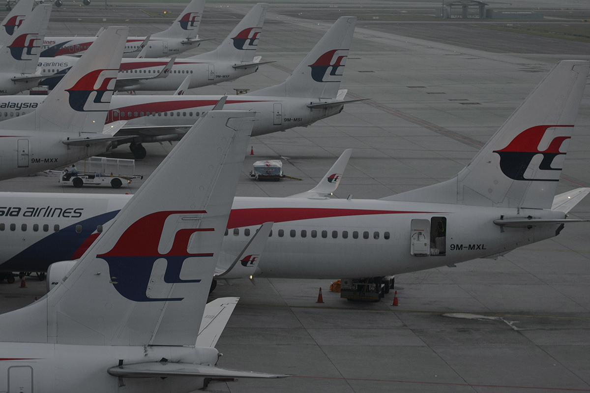 Piece of wreckage 'likely from MH370' found