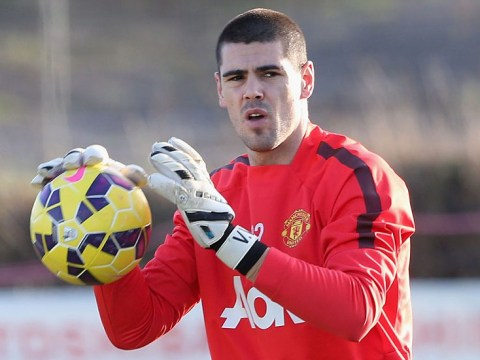 Manchester United keeper Victor Valdes holds talks with Manchester City