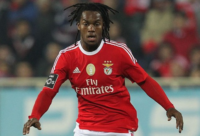 LISBON, PORTUGAL - JANUARY 16: Benfica's midfielder Renato Sanches during the match between GD Estoril and SL Benfica, for the Portuguese Primeira Liga at Estadio da Luz on January 16, 2016 in Lisbon, Portugal. (Photo by Carlos Rodrigues/Getty Images)