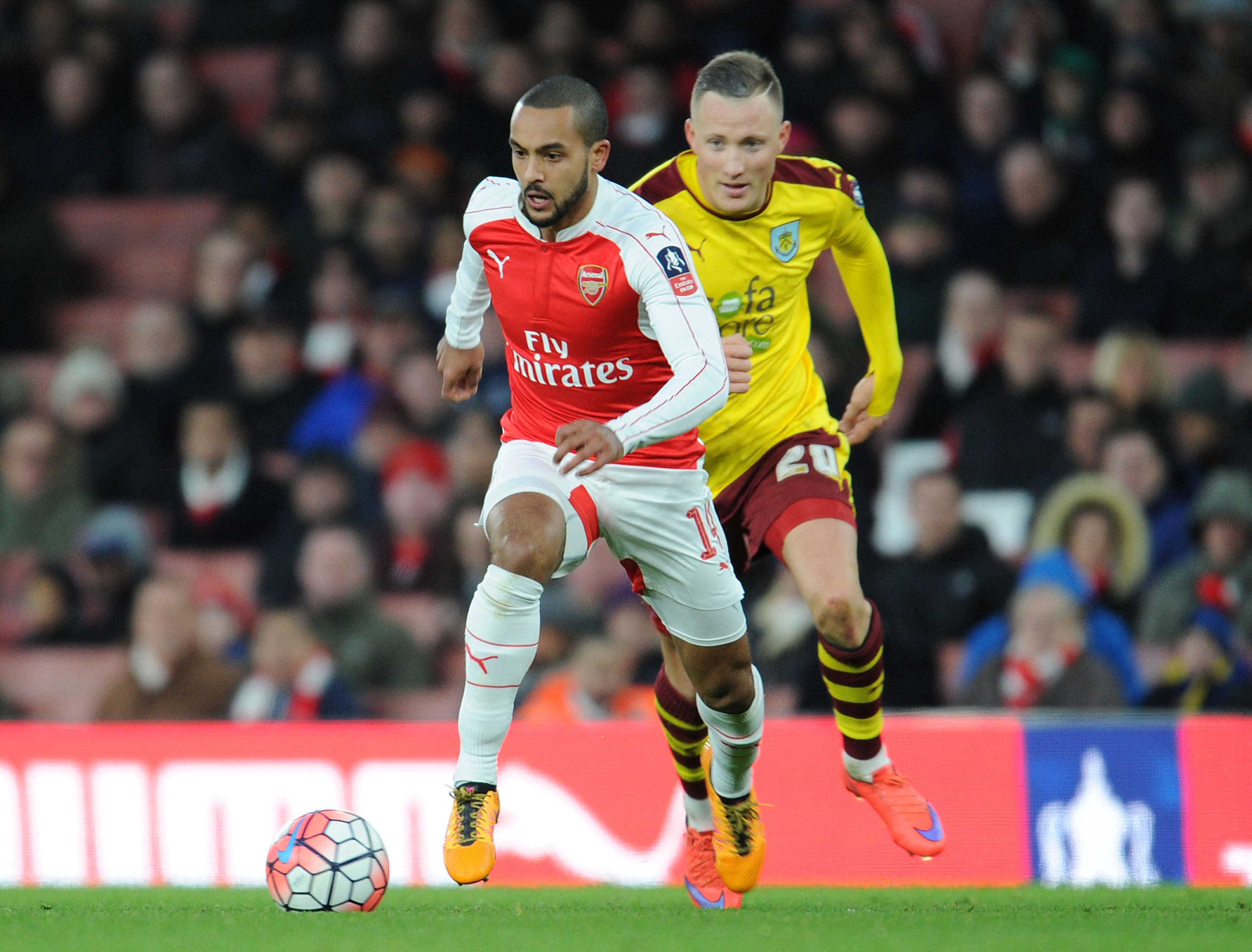 Theo Walcott must start for Arsenal ahead of Olivier Giroud against Leicester City