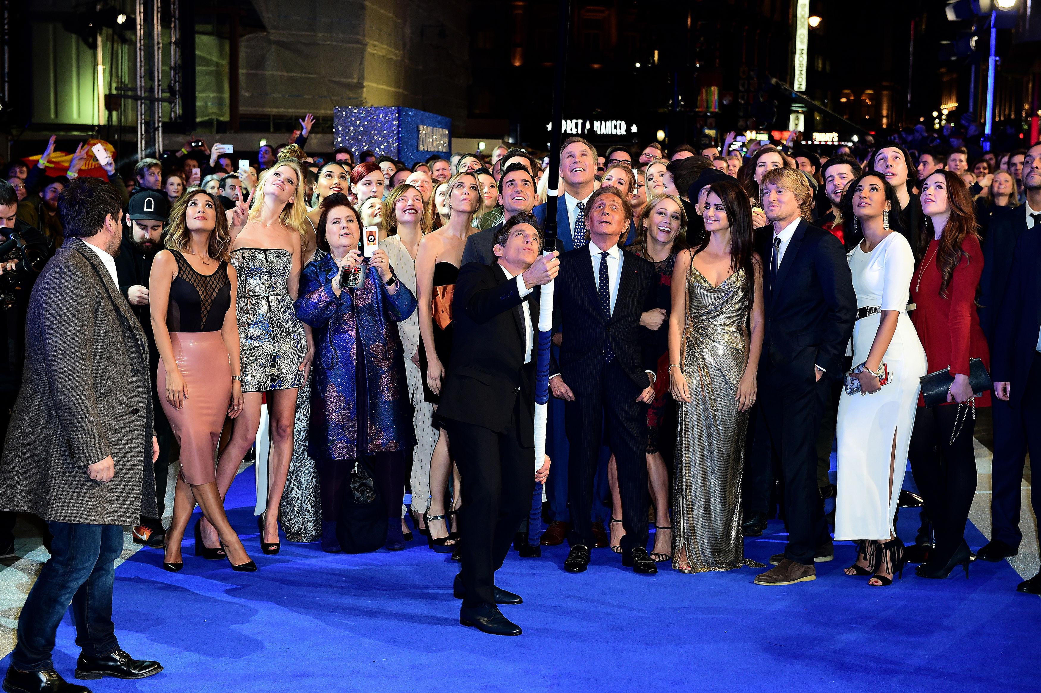 Ben Stiller broke the record for the world's longest selfie stick at the Zoolander 2 UK premiere