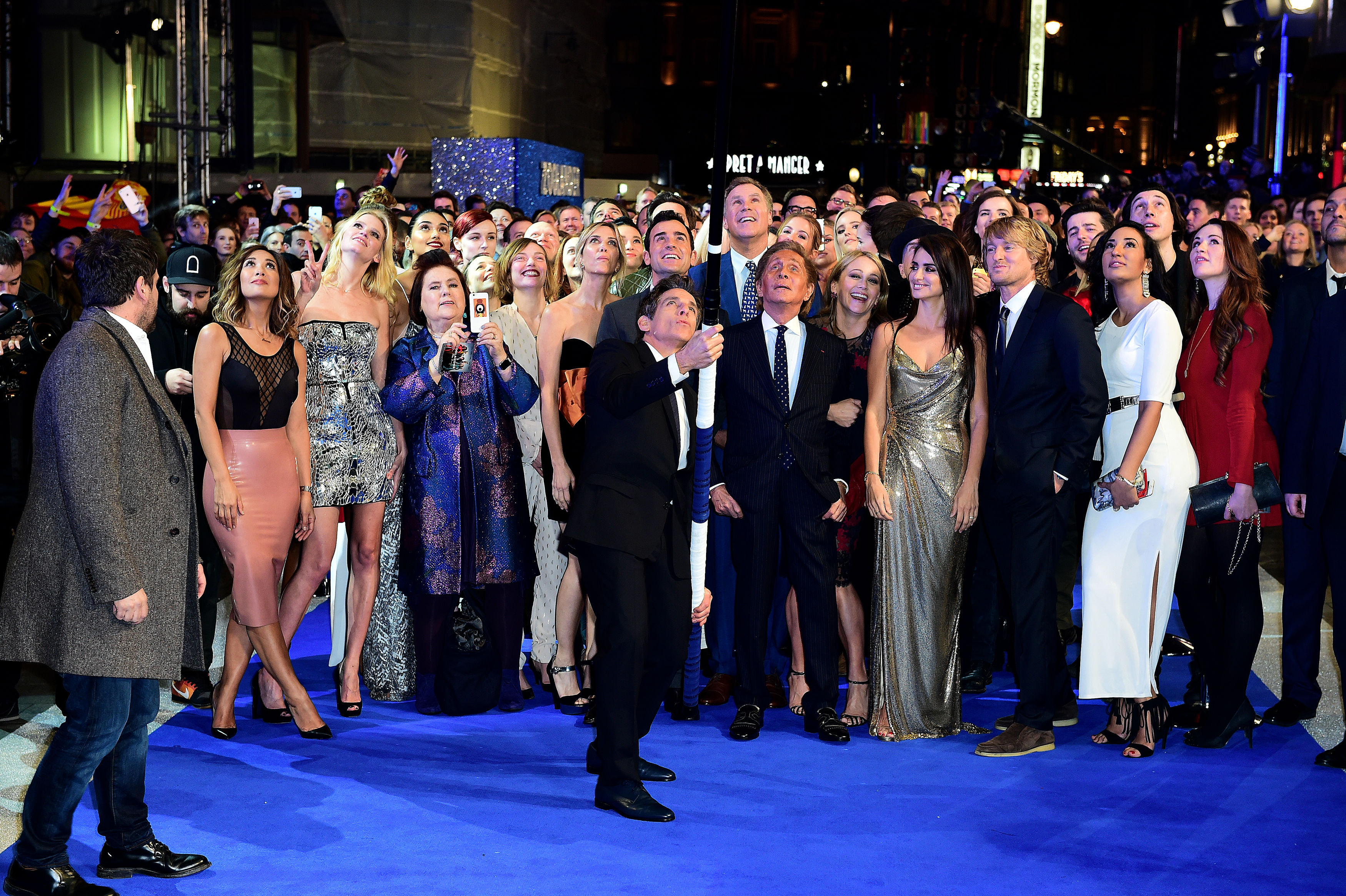 Ben Stiller attempts a world record for longest selfie stick with guests whilst attending the Zoolander 2 UK premiere, held at the Empire, Leicester Square, London. PRESS ASSOCIATION Photo. Picture date: Thursday February 4, 2016. Photo credit should read: Ian West/PA Wire