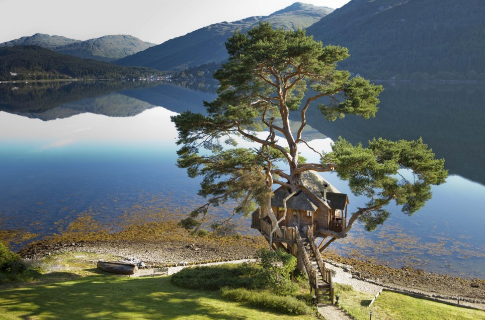 BNPS.co.uk (01202 558833) Pic: TheLodgeLochGoil/BNPS Is this the most romantic dinner spot in Britain? This stunning treehouse on the edge of Loch Goil in the must be Britain's most romantic destination for a evening meal. Hidden away in the Scottish Highlands, the Lodge at Loch Goil offers a candlelit private dining experience in a fairy-tale hideaway. Romantic couples can look out over the starlit, clear waters of the loch with the spectacular backdrop of mountain scenery while they enjoy an intimate evening of fine dining.