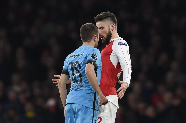 Jordi Alba risks booking with 'headbutt' on Olivier Giroud during Arsenal v Barcelona