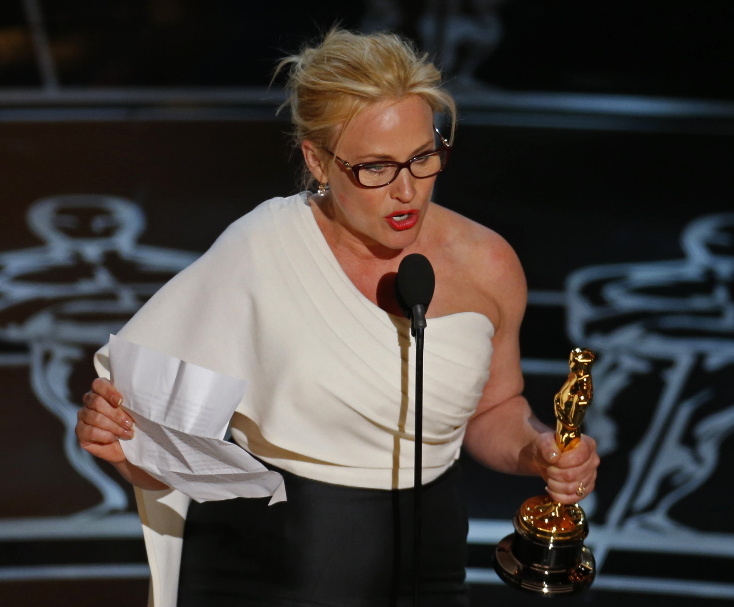 """Patricia Arquette claims she lost acting jobs because of her gender equality speech at the oscars. Patricia Arquette speaks after winning the Oscar for Best Supporting Actress for her role in """"Boyhood"""" at the 87th Academy Awards in Hollywood, California February 22, 2015. REUTERS/Mike Blake (UNITED STATES TAGS:ENTERTAINMENT) (OSCARS-SHOW) - RTR4QOOK"""