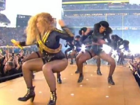 Super Bowl 50: Watch Beyonce stop herself from falling like a pro