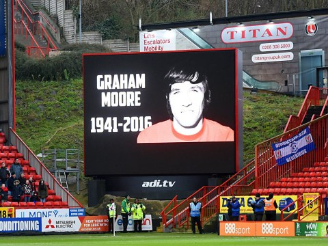 Charlton pay tribute to legend with wrong photo, mistaking Alan Campbell for Graham Moore