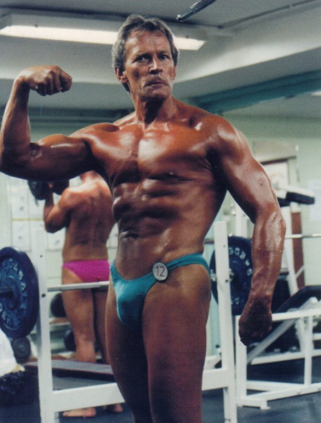 Eddie at an over 50's British bodybuilding show in the 'pump up area' (Picture: DW Fitness/Metro.co.uk)